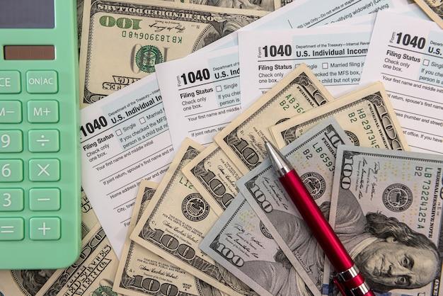 Documento financeiro, calculadora de dinheiro contábil, tributação, preencher 1040