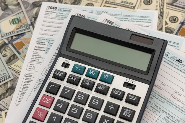 Documento financeiro, cálculo de impostos de contabilidade de dinheiro preencher 1040
