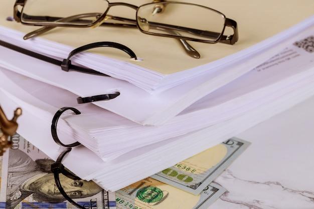Documento jurídico no documento de trabalho do escritório de advocacia
