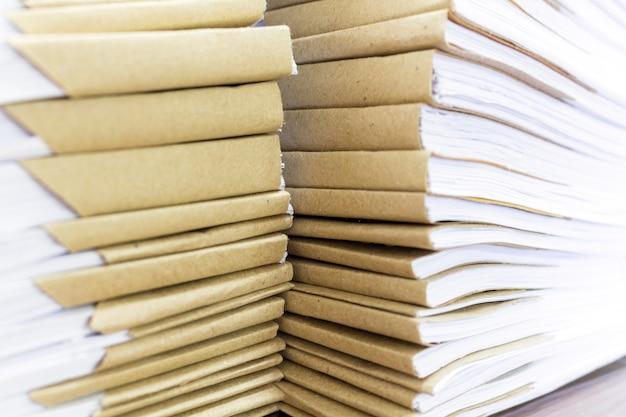 Documentos, muitos papéis no escritório