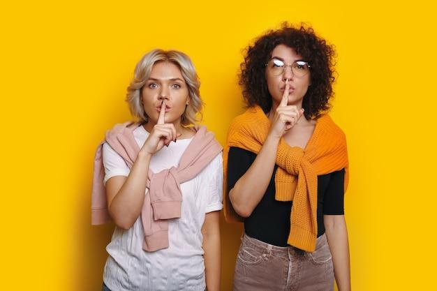 Dois alunos cacheados incríveis que conhecem alguns segredos
