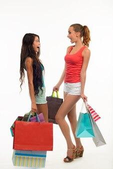 Dois alunos de compras.