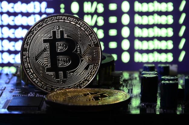 Dois bitcoins estão em uma superfície de videocassete