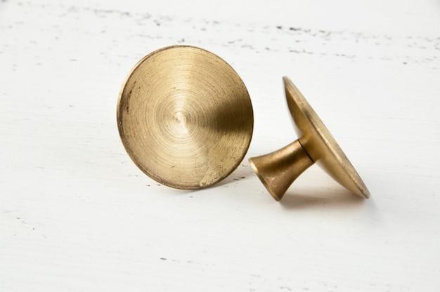 Dois botões de puxar para gaveta de latão vintage