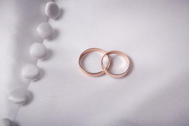 Dois, casamentos, anéis, ligado, um, tecido, têxtil
