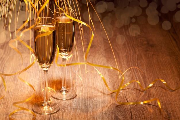Dois copo com champanhe