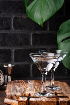 Dois copos de martini cocktail