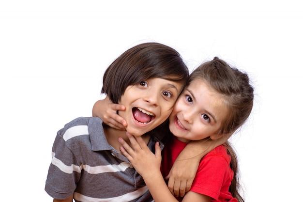 Dois, crianças, abraçando, um ao outro