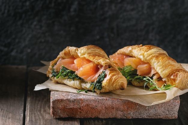 Dois, croissant, com, salmão