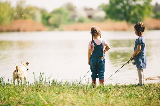 Dois, garotinhas, em, pesca