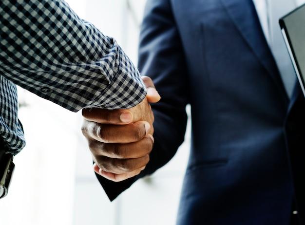 Dois homens, apertar mão