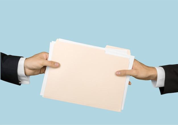 Dois homens e documentos, vista parcial