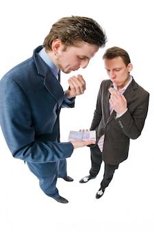 Dois jovens empresários com muito dinheiro