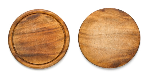 Dois lados da tábua de madeira redonda usada para pizza isolada no fundo branco. maquete para projeto de alimentos.