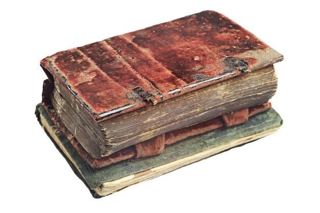 Dois livros antigos isolados em um fundo branco