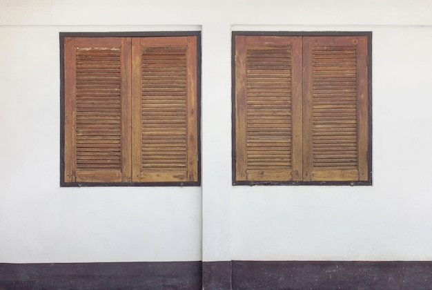 Dois, madeira, janela, ligado, concreto, parede