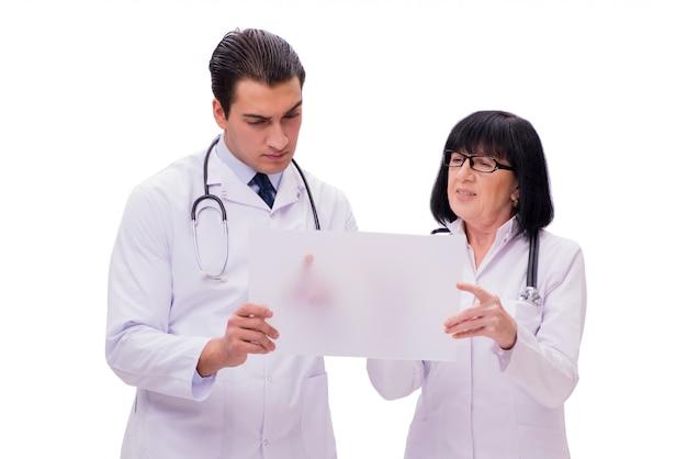 Dois médicos isolados no fundo branco