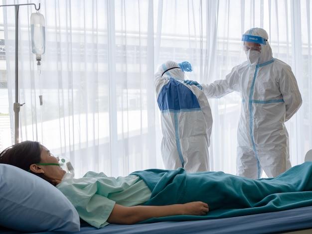 Dois médicos se sentem cansados e deprimidos