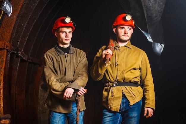 Dois mineiros na mina