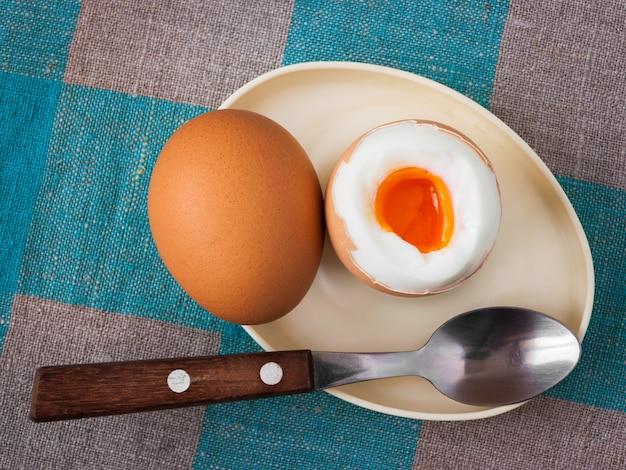 Dois ovos cozidos