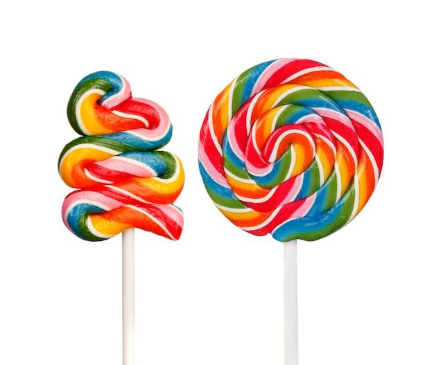 Dois pirulitos com muitas cores em espiral