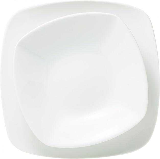 Dois pratos de servir quadrados brancos isolados no branco