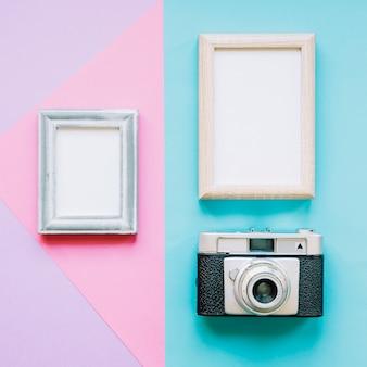 Dois quadros e câmera