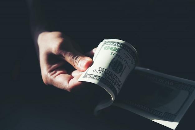 Dólar billie na mão