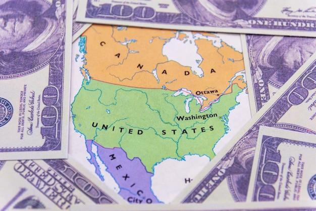 Dólares americanos no mapa da américa