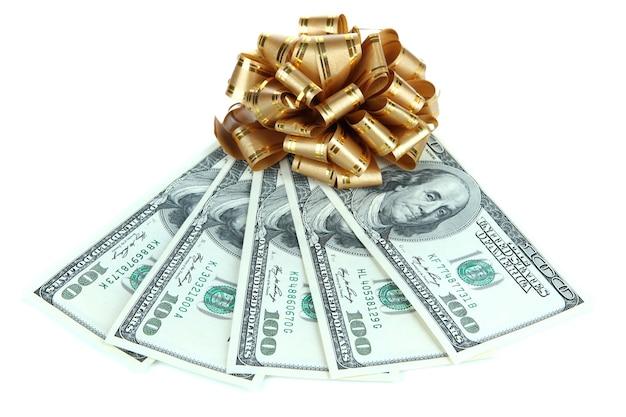 Dólares com laço de presente isolado no branco
