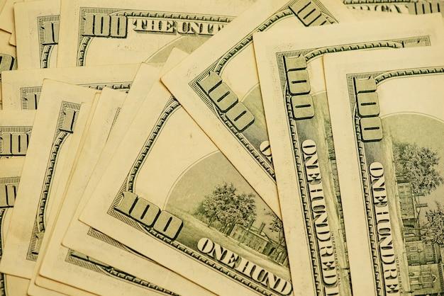 Dólares de contas diferentes. fundo de dólares. plano de fundo de diferentes notas de dólar americano. conceito de finanças.