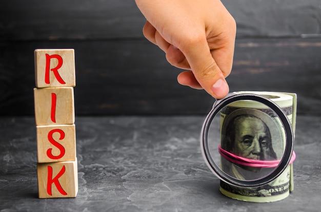 Dólares e a inscrição risk