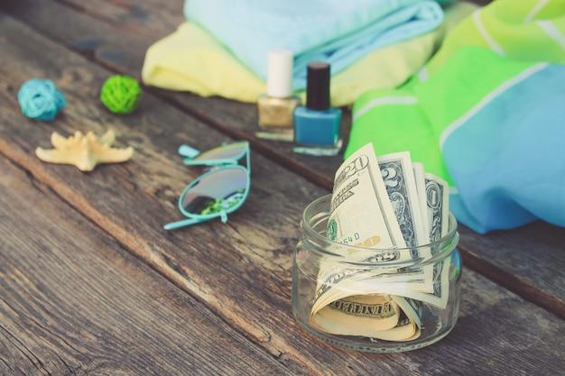 Dólares em frasco de vidro