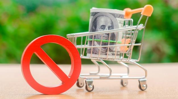 Dólares em um carrinho de compras e sinal de proibição