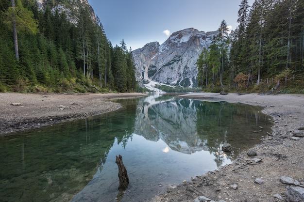 Dolomitas: reflexões no lago di braies