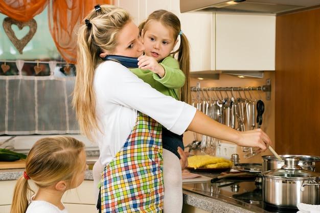 Dona de casa e filhos