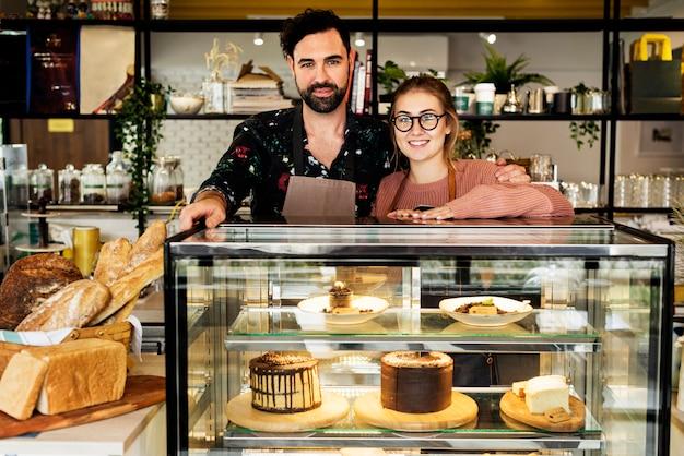 Donos de pequenos negócios bolo café