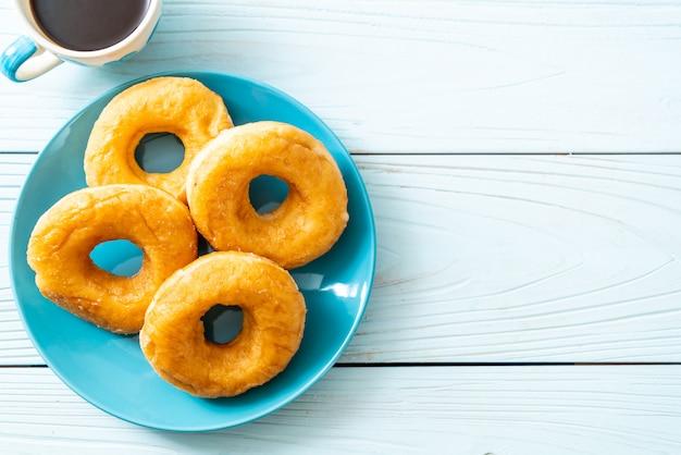 Donut com café preto