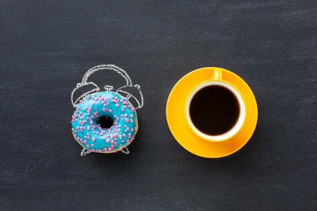 Donut com conceito de despertador