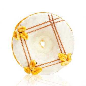 Donut isolado no fundo branco