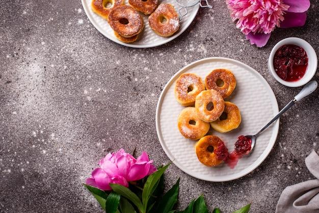 Donuts caseiros com geléia de rosa