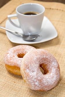 Donuts com café