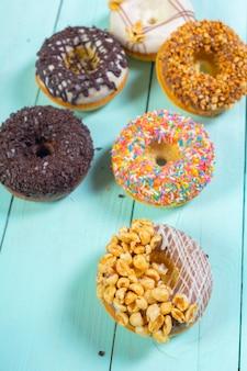 Donuts na madeira