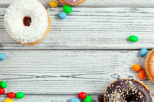 Donuts vitrificadas em madeira