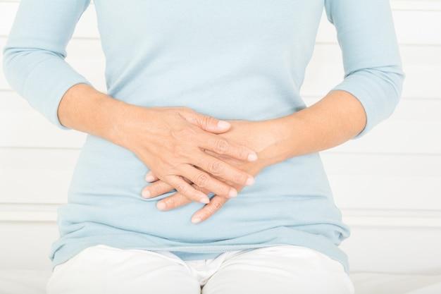 Dor de estômago em mulheres idosas