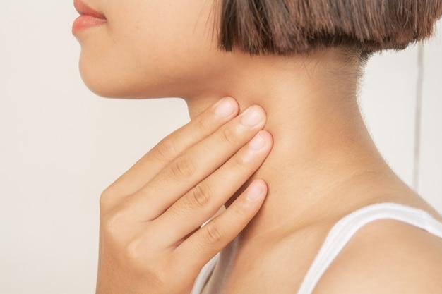 Dor de garganta. tonsila. inflamação