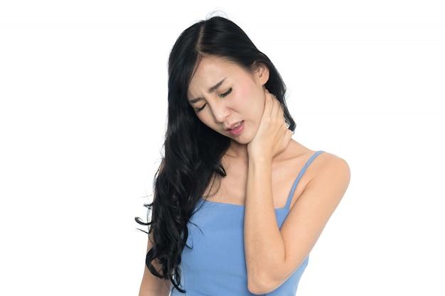 Dor de pescoço de mulher no fundo branco