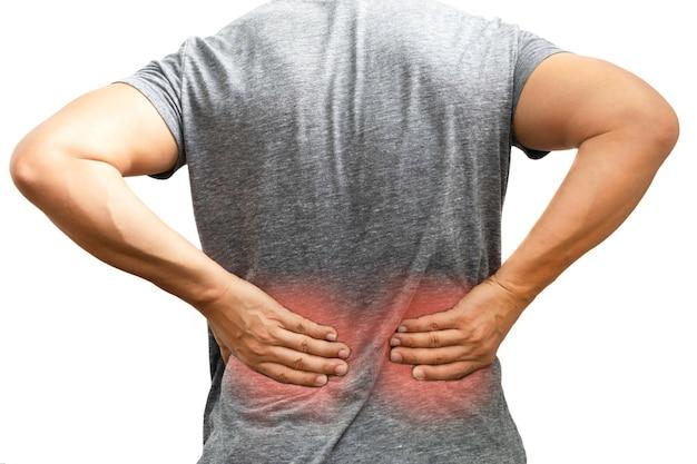 Dor nas costas, close-up, homem tem lesão muscular durante o exercício no traçado de recorte