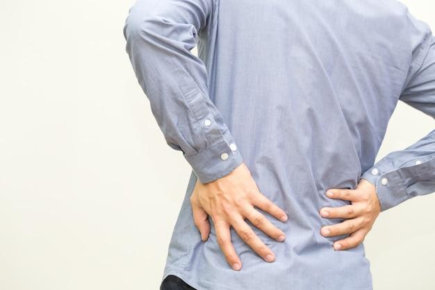 Dor nas costas, sintoma de dor nas costas e conceito de síndrome de escritório