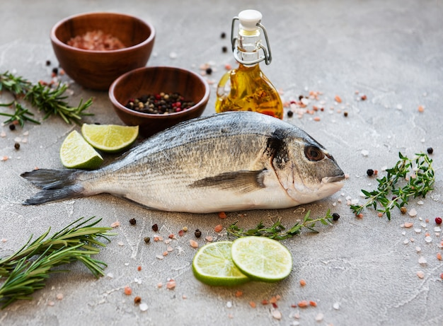 Dorado de peixe fresco